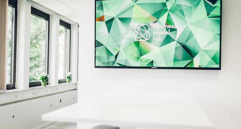 Das BusinessModel Lab by Gründernest ist Kompetenzplattform und Kreativraum mit dem Schwerpunkt Geschäftsmodellinnovation für Workshops. Seminare in den Bereichen Design Thinking, Digitalisierung, Industrie 4.0, Onlinemarketing.